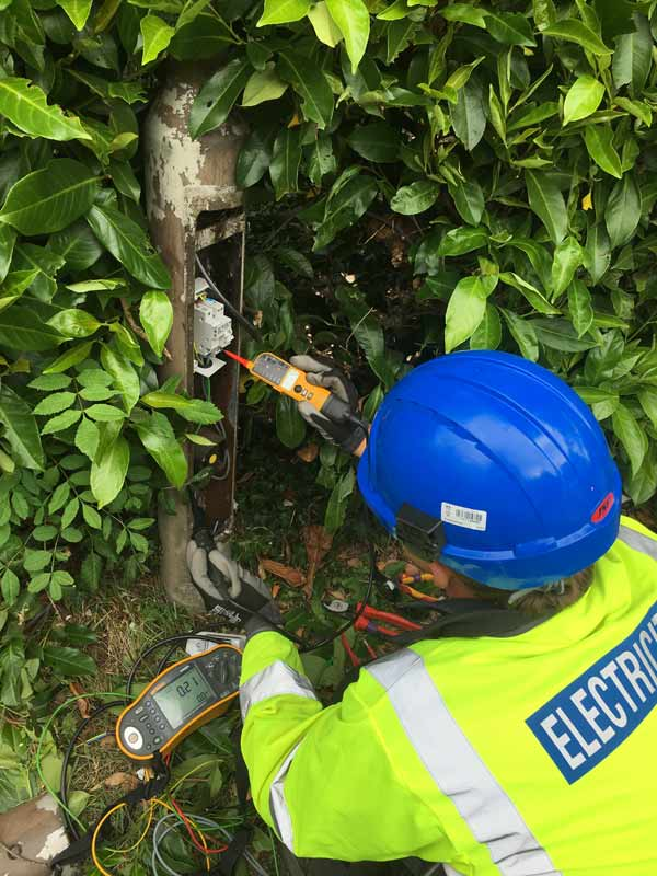 Electrical testing of streetlight